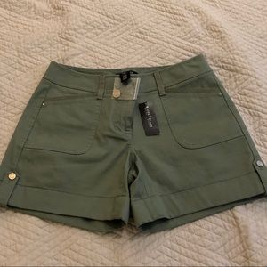 "⛪️ WHBM ⭐️ NWT Shark twill 5"" shorts"